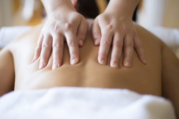 Profesjonalny masaż tkanek głębokich – na czym polega?